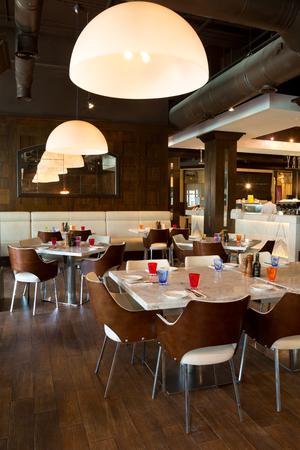 restaurante italiano: Dubai, United Arab Emirates, 06062015, Urbano Italian Restaurant, Dubai Mall, souk al bahar, Downtown Dubai.