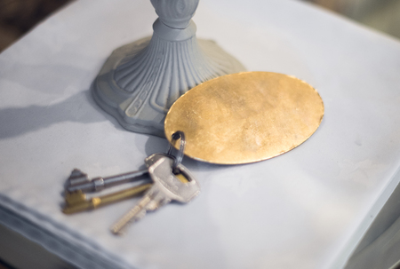 A motel or hotel key fob, with a blank brass textured metal disc. Perfect for adding your own graphics. 版權商用圖片