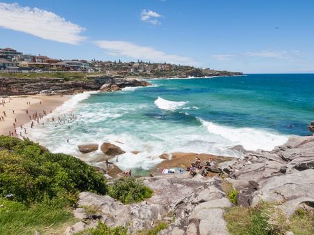 Sydney, Australia, 07/07/2016, Bondi to Bronte Ocean Walk, Tamarama beach, New South wales. Beautiful blue sky on a warm summers day. 版權商用圖片 - 95394669