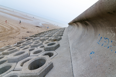 Blackpool seafront flood defence wall system. Sea defence sea levels rising, climate change. security concrete hexagon and curves sea wall. Stock fotó