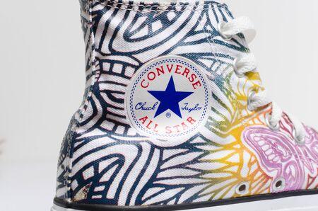 Londres, Angleterre, 05/05/2018 Converse All Star rare Butterfly Hi Top Chuck Taylor chaussures de sport. Célèbres baskets montantes converse classiques emblématiques sur fond blanc.