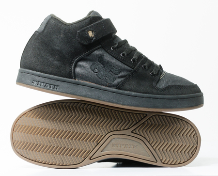 san fransisco, california, 05/05/2019 Ipath Grasshopper Skateboard shoes made from hemp. very rare black hemp skateboarding shoes from the 1990s. iconic hippy vegan footwear. Éditoriale