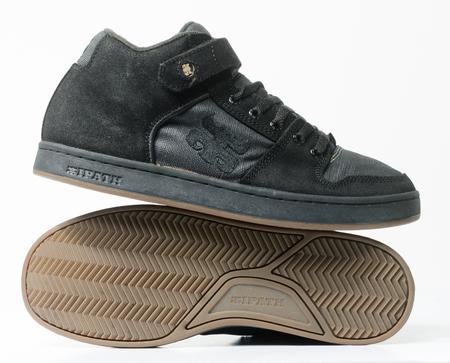 san fransisco, california, 05/05/2019 Ipath Grasshopper Skateboard shoes made from hemp. very rare black hemp skateboarding shoes from the 1990s. iconic hippy vegan footwear. Redactioneel