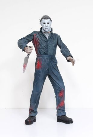 london, england, 05052018 Michael myers serial killer action figure with knife from the film halloween. A thriller and suspense movie film from thew 1990s.  created by john carpenter film director and writer. 新聞圖片