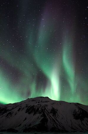 Piękny pokaz zorzy polarnej zorzy polarnej