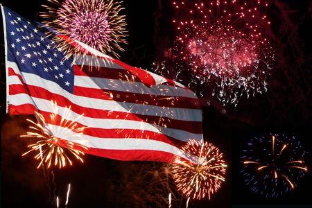 naciones unidas: La bandera estadounidense cobra vida con este poderoso fuegos. Gran para el 4 de julio  Foto de archivo