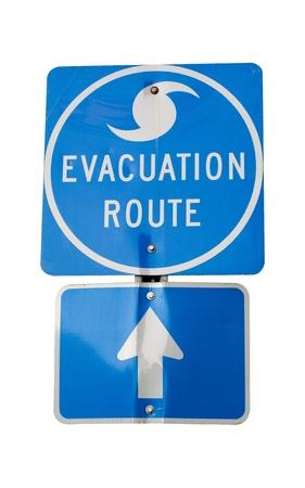 evacuatie: Geïsoleerde orkaan evacuatie route teken.
