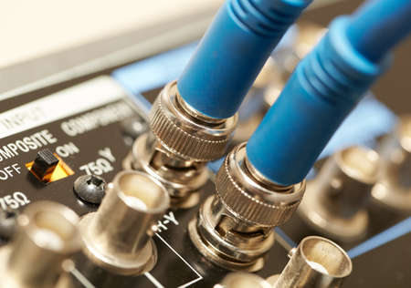 vcr: Two HD SDI-video cables