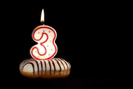 velas de cumpleaños: Tengo tres años de edad ahora Happy Holiday fondo de cumpleaños con copyspace para su texto