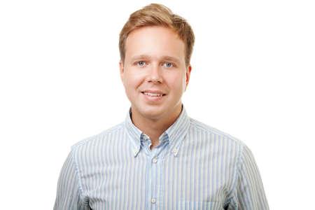 흰색 배경에 고립 된 블루 스트라이프 셔츠 종류 미소로 젊은 잘 생긴 금발 남자의 초상화