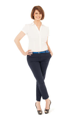 mujer elegante: elegante mujer adulta sonriendo a la cámara en estudio. fondo blanco, aislado.