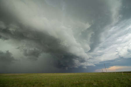 アーク棚雲のレース楽しみにして激しい雷雨が近づく。 写真素材