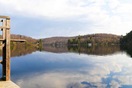 long weekend: All'inizio della primavera mattina sul Victoria giornata lungo fine settimana al cottage sul Lake of Bays, Muskoka, Ontario.