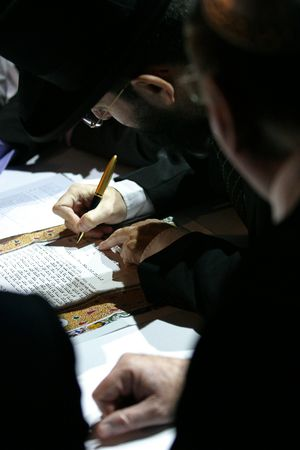 hassidic: rabbi sign Jewish marriage contract