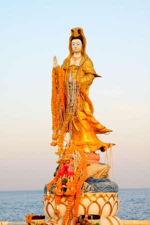 quan yin: kuan yin statue