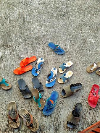 sandal: sandalia  Editorial