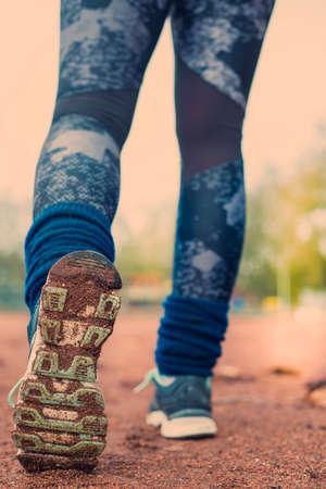 Young fitness woman legs running. Foto de archivo