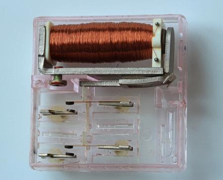 carrera de relevos: rel� electromagn�tico