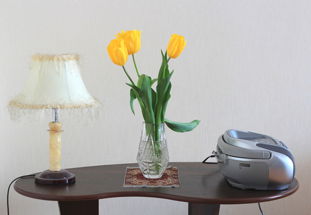 little table: home little table,tulips