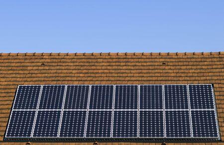 zonnepaneel op een dak Stockfoto