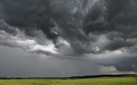 stormachtig weer op het platteland Stockfoto