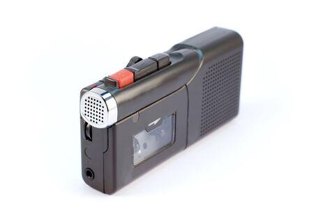 dictafoon op een witte achtergrond