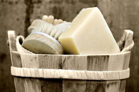 wash basin: a washtub with washing accessory