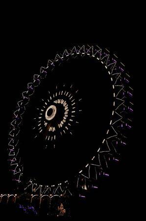 night view of a ferris wheel Фото со стока - 12847356