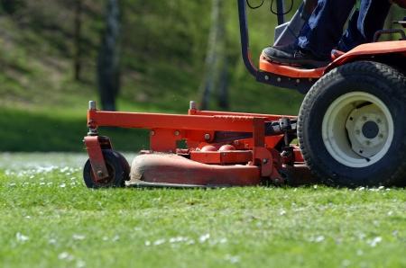 라이드 - 온 잔디 깎는 기계