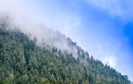 evaporacion: la evaporaci�n sobre la monta�a Foto de archivo