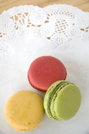 tres macarons de colores sobre fondo blanco photo