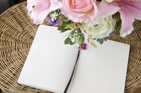 Nota De Agradecimiento En La Página Blanca Con Flores De Color Rosa ...