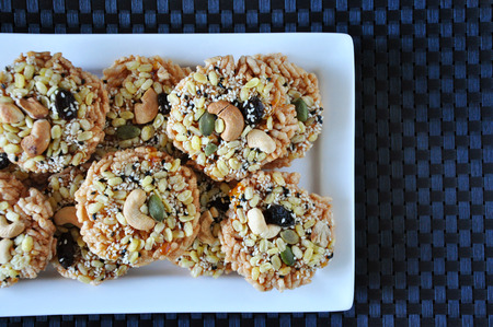 Above shot pile of healthy snack rice cracker with variety nuts and grains 版權商用圖片