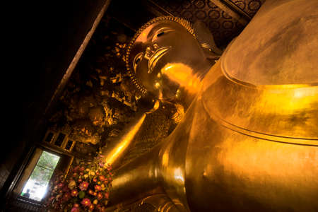 WAT PHO, BANGKOK, THAILAND, 26 SEPTEMBER 2014: Horizontal shot from below of Wat Pho\'s Sleeping Buddha 報道画像