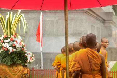 wat traimit: GOLDEN BUDDHA TEMPLE, BANGKOK, THAILAND, 28 SEPTEMBER 2014: A group of novice monks from the Meditation Education Training Treatment Academy (METTA) in India queue up to enter Wat Traimit, home of the Golden Buddha Statue