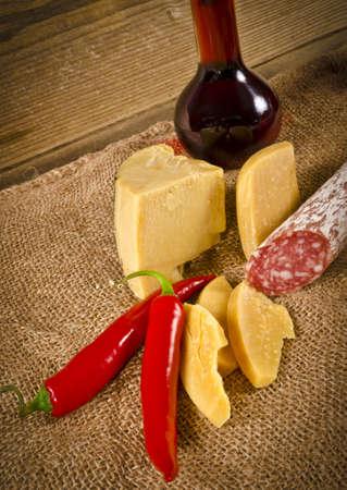 porc: Hard cheese to me salami Purely Porc