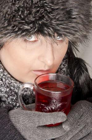 Frau mit Teetasse Stockfoto