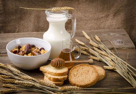 biscotte: Muesli avec du lait �cr�m� et biscottes