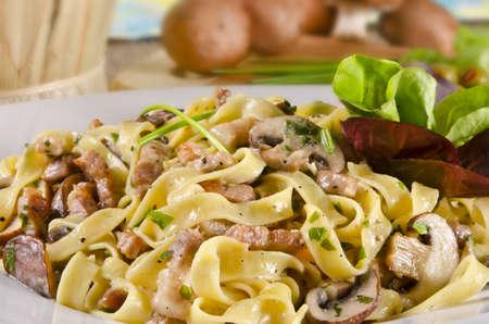 champignons: Tagliatelle with tail steak stripe and champignons