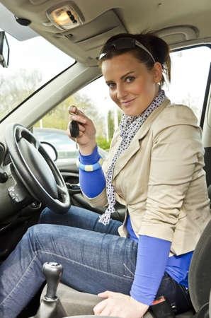dream car: la mujer en el coche Foto de archivo