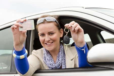 femme avec un permis de conduire Banque d'images