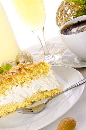champagne and cake Stock Photo - 14399123