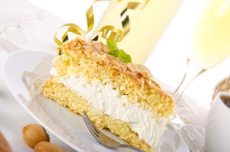 flat cake with an almond and sugar coating Stock Photo - 14433850