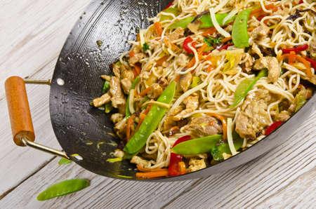 curry: Fideos asi�ticos con carne Foto de archivo