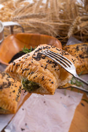 nigella seeds: puff pastry with spinach filling and black cumin