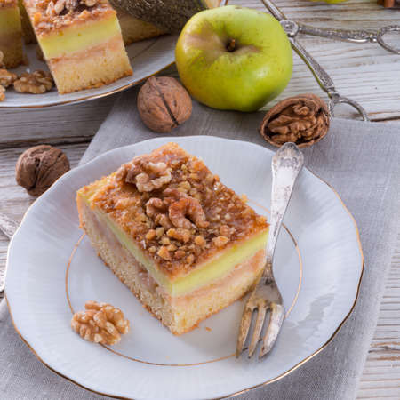 pomme: apple strudel with vanilla pudding and nuts
