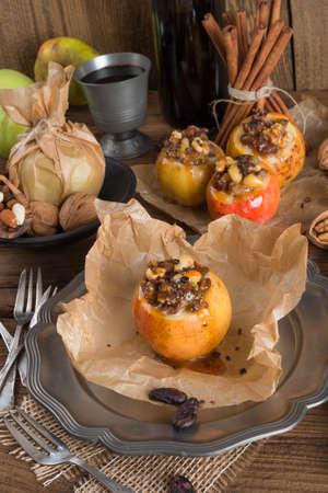 mandel: Apfel mit Nuss Karamell Füllung