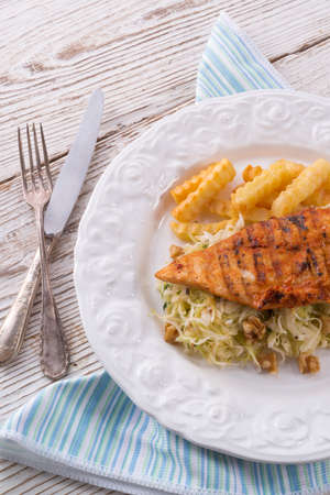 kohl: grilled chicken, cabbage salad with nuts and chips Stock Photo
