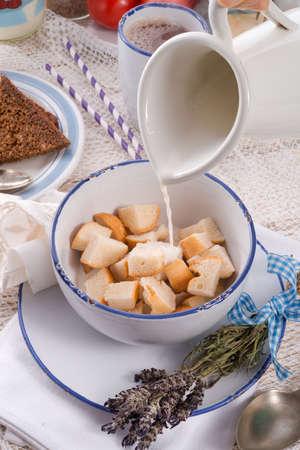 tremp�e: Traditionnellement POH ongles sont juste des morceaux de pain tremp�e dans du lait chaud