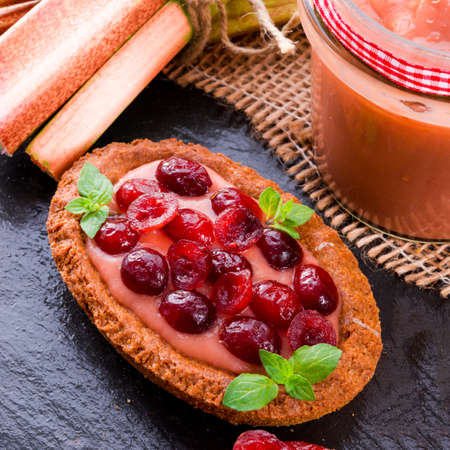 rhubarb tartelette with cranberry photo